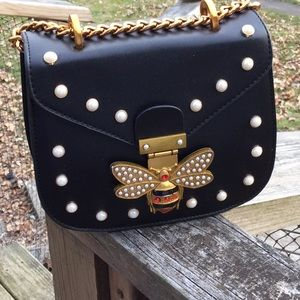 "The ""Bee on Trend"" Bag NWT Offers Welcome"